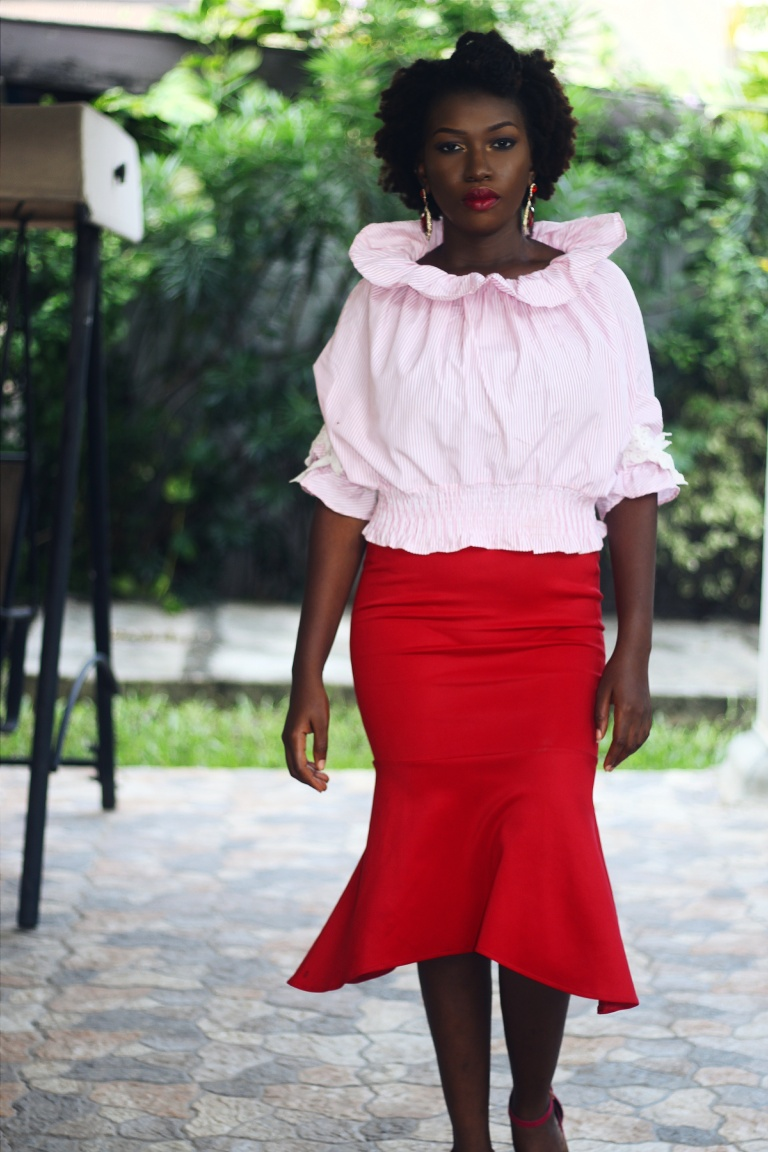 How to wear a pink top and red skirt